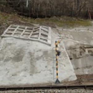 営業線脇の既設老朽化のり面改良工事