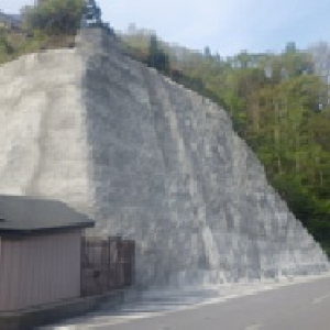 国道法面の既設モルタル吹付工劣化対策工事